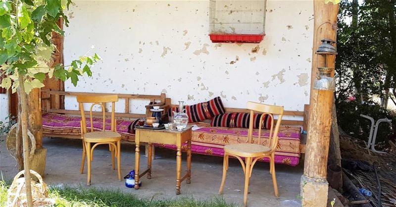 الأمور اختلفت بشكل كبير بين الماضي والحاضر وقد سبب هذا الاختلاف تطور الحضار (Deïr Taanâyel, Béqaa, Lebanon)