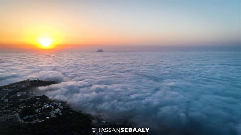 @livelove.bickfaya above the clouds sunset sunset lebanon bikfaya ... (Bikfayya, Mont-Liban, Lebanon)