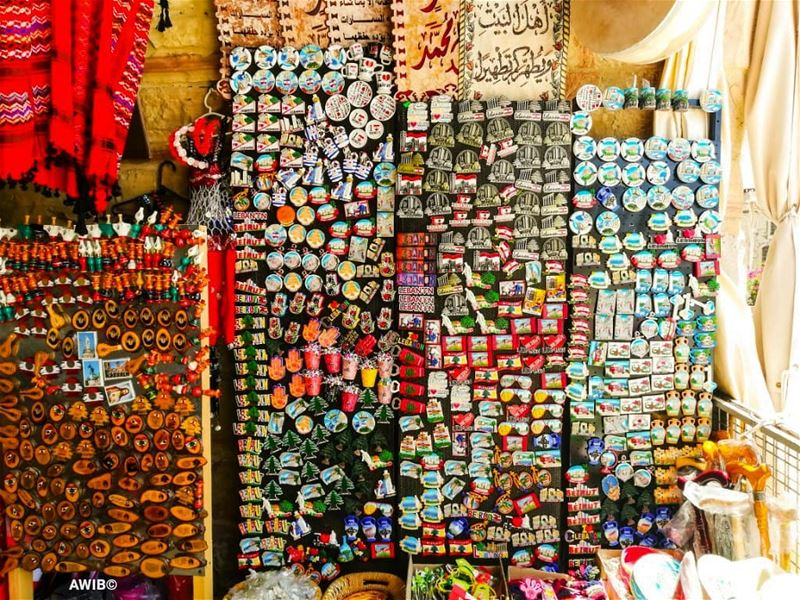 Lebanese souvenirs 🇱🇧 souvenirs travel tourism awandererinbeirut ... (Deïr El Qamar, Mont-Liban, Lebanon)