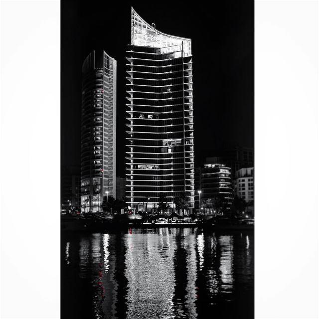 Beirut City lights 🌃 .————————————•Fujifilm 📷Sleiman Khoury©️All... (Zaitunay Bay)