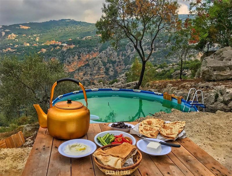 Breakfast with a view anyone? ☀️ (Yahchouch)