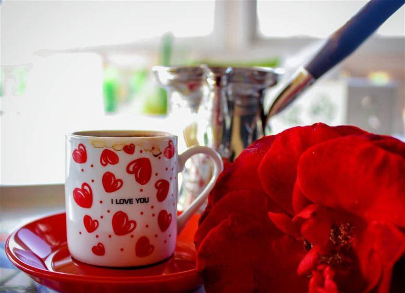 أنفاسك كقهوة الصباح تبعثر روائحها رزانتي.... قهوتي_عشقي قهوة_الصباح روقا