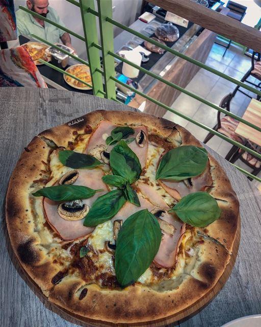 Hello chef... pizza italianpizza pavarottirestaurant livelovelebanon ... (Pavarotti)