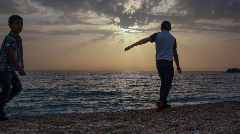 Let's meet the sun... halfway  sunset natureaddict moodygrams sea ...