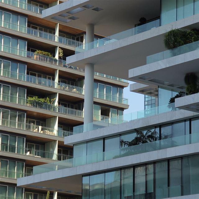Há um ano estava conhecendo a terra de meu pai e em Beirut o Terraces de... (Beirut Terraces)
