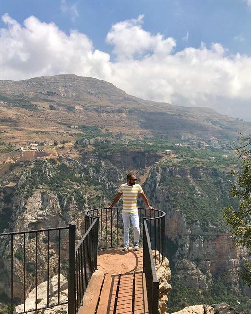 على شفير الهاوية... 🤷🏻♂️ ______________________________________... (Diman, Liban-Nord, Lebanon)