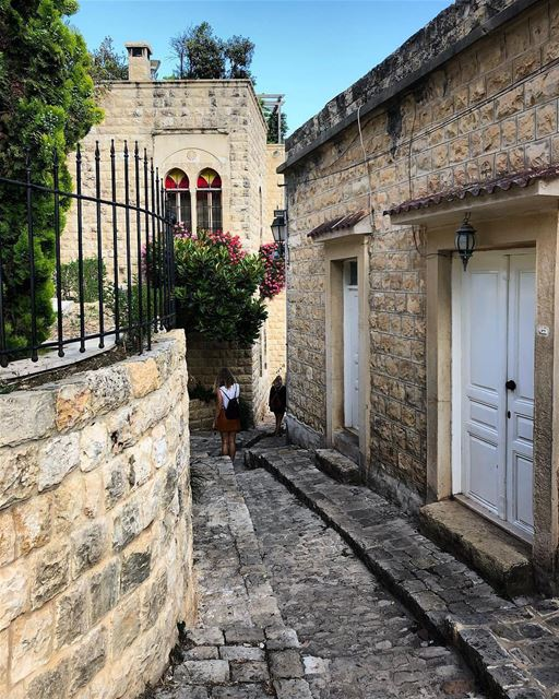 Linda rua antiga de Deir el Qamar, antiga capital do Líbano, esperando... (Deïr El Qamar, Mont-Liban, Lebanon)