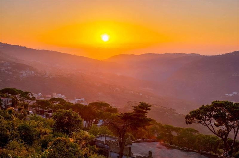 Sunset Sunshine mountains landscape nature beautiful wonderful lebanon... (El Qrayé, Mont-Liban, Lebanon)
