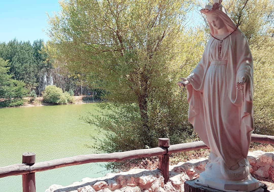 🙏🙏🙏 faith virginmary peacfulplace beautifulscenery whatsuplebanon ... (Deïr Taanâyel, Béqaa, Lebanon)