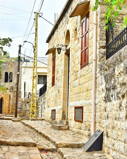 lebanoninapicture ptk_lebanon livelovebeirut insta_lebanon ... (Deïr El Qamar, Mont-Liban, Lebanon)