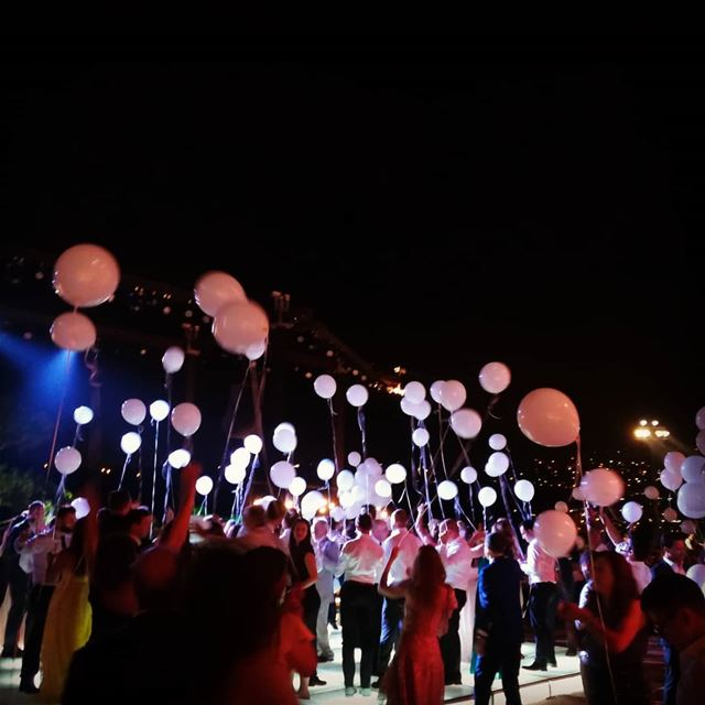 Beautiful moments lebanon wedding balloons ...