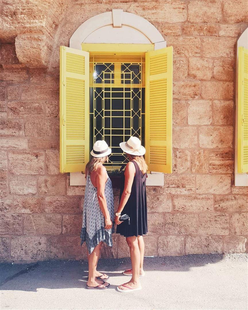 A lemonade awaits 🍋.. batroun lebanon lebanonbyalocal woman summer... (Batroûn)