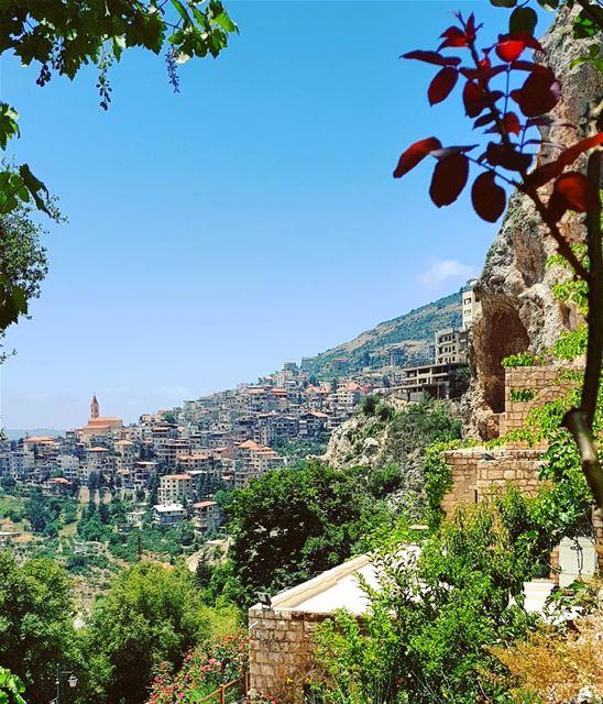 bcharre village livelovebcharre whatsuplebanon eyesoflebanon ... (Bcharré, Liban-Nord, Lebanon)