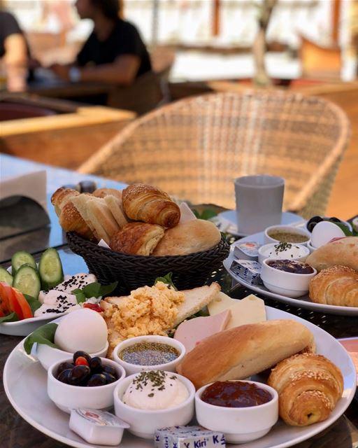 Breakfast/Brunch on a plate l'Auberge des Émirs. onemealaday ... (L' auberge des Emirs & Restaurant le petit Bruxelles)