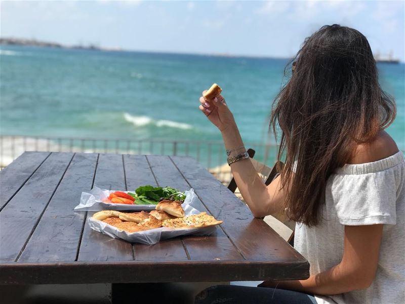 Saida celebrates life!Breakfast with a view @sidoninternationalfestival ☀️ (Saïda, Al Janub, Lebanon)
