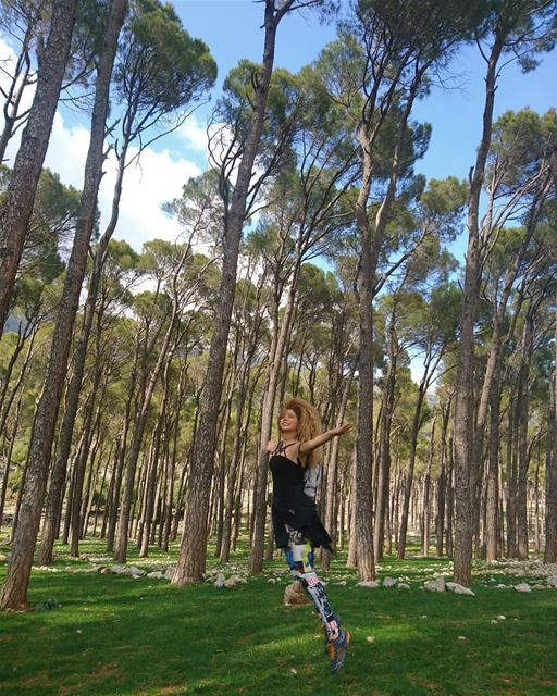 credit to @joellenakad - ~Ballerina in the woods~... todayshike...