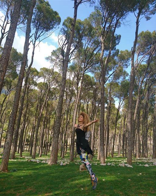 credit to @joellenakad - ~Ballerina in the woods~... todayshike...