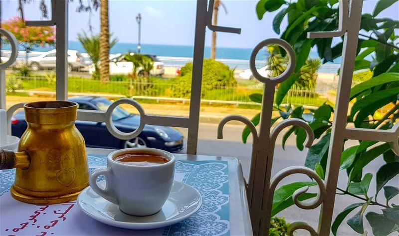 خذ ضجة العالم من رأسي وأعطني كوب قهوة..... صباحكم_ورد صباحكم_خير عدستي ...