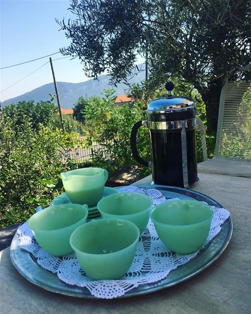 يكتمل جمال الصباح بصحبة من نحب وتحلو القهوة برفقتهم....... (Douma, Liban-Nord, Lebanon)