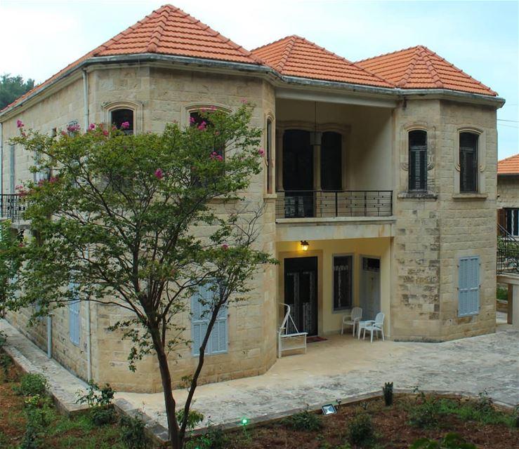 عن جمال الهندسة ببيوت بينو 😍... lebanon beino akkar liveloveakkar ... (Beïno, Liban-Nord, Lebanon)