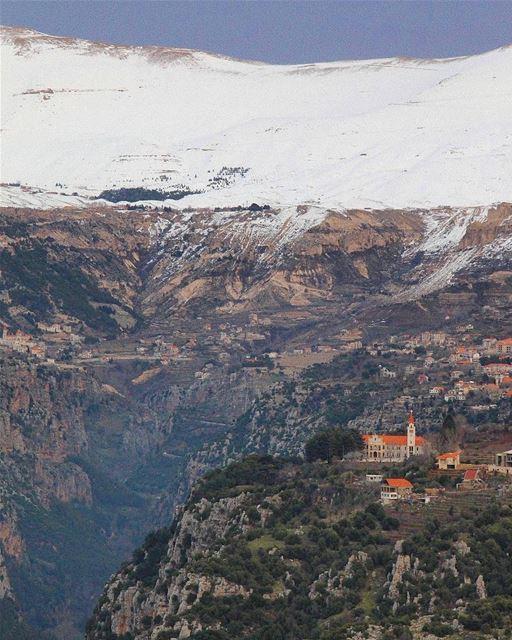 Não é só no verão que as paisagens do Líbano ficam esplendorosas. No... (Wadi Qannubin, Liban-Nord, Lebanon)
