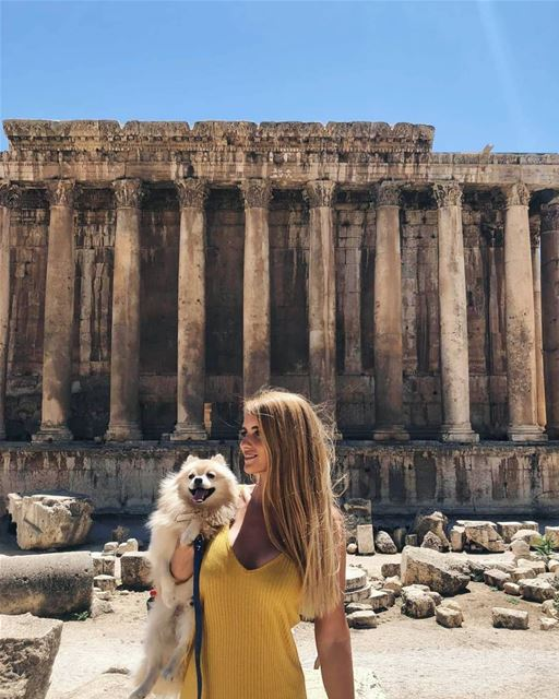 Nothing could ruin this moment. Not even ruins. 🐶😋 (Baalbek, Lebanon)