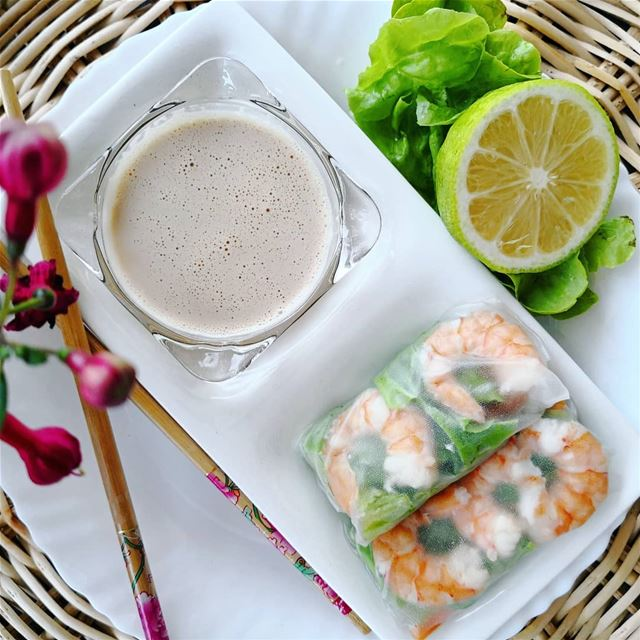 Vietnamese rice paper rolls with shrimps and peanut dipping sauce🥕🍋🍤🥜....
