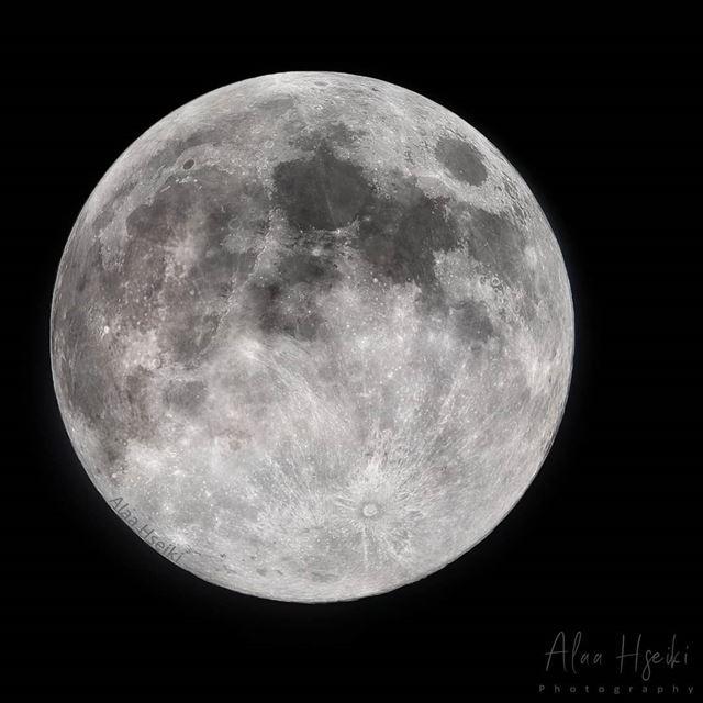 Deep Peace 🌕🔭... Hseiki Lebanon beirut nature photography moon ... (Baïssoûr, Mont-Liban, Lebanon)