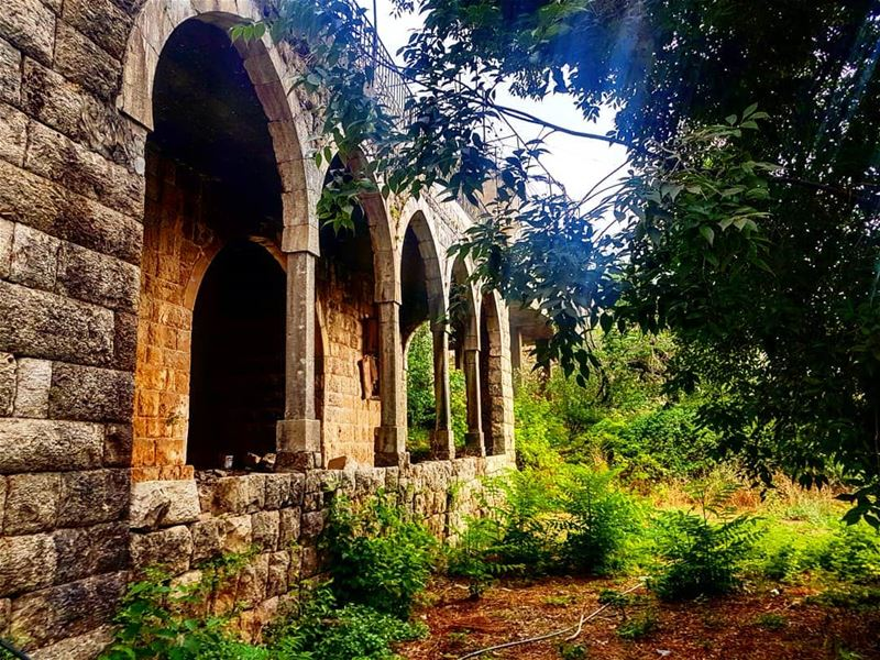 lebanesehouses oldhouses traditionalhouses akoura lebanesevillage ... (Akoura, Mont-Liban, Lebanon)