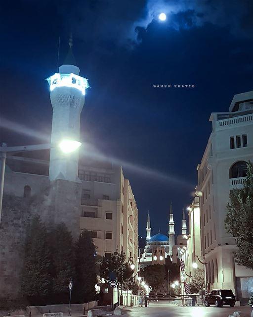 لا تحزني.. سأشتري غداً لكِ القمر.. * insta_lebanon ig_lebanon ... (Downtown Beirut)