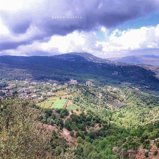 Wadi jezzine 🇱🇧 * insta_lebanon ig_lebanon lebanon_pictures ... (Jezzîne, Al Janub, Lebanon)