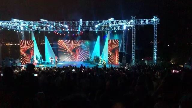 Saida celebrates with the star @nassifzeytoun @sidoninternationalfestival � (Saida International Stadium)