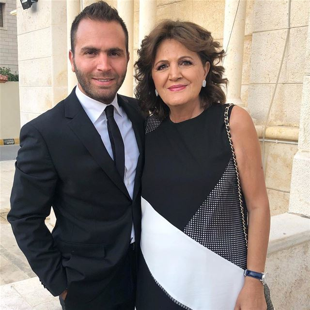 I got it from my mama! 🙌🏼 me mom mother amman jordan wedding ... (Amman, Jordan)