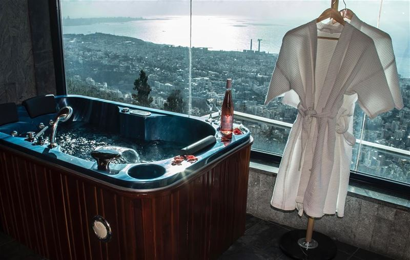 Your favorite suite awaits✨ WeekendGetaway BathWithAView ... (Bay Lodge)