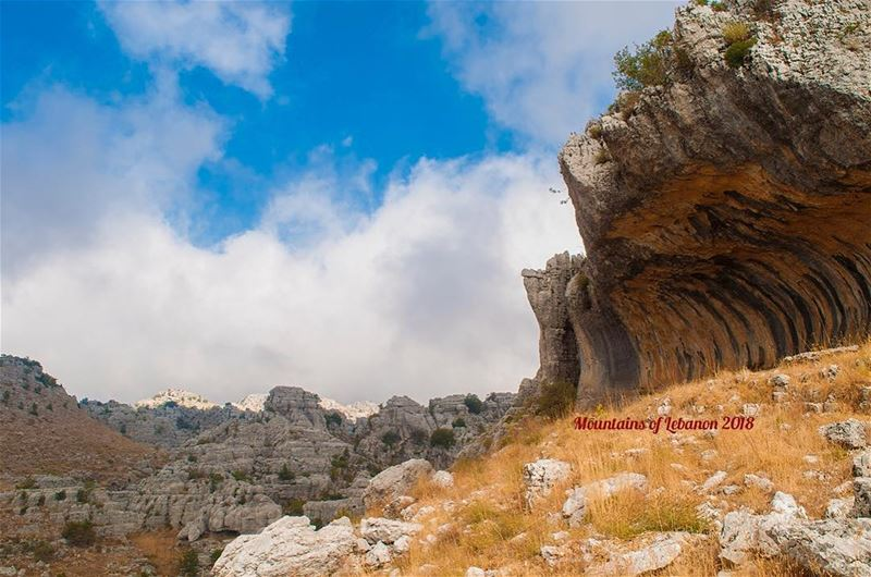 Spectacular rock formations as this rock cornice in the Jaj highlands... (Jaj, Mont-Liban, Lebanon)