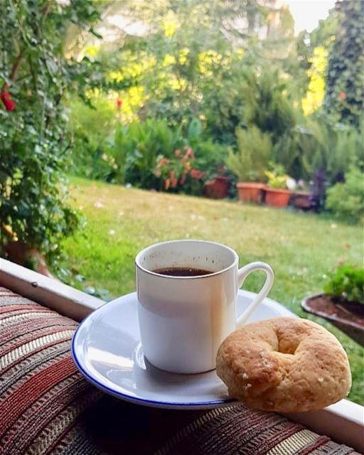 القهوة تقدم لنا روحها في سبيل مزاجنا.... morning zahleh zahle lebanon... (Zahlé, Lebanon)