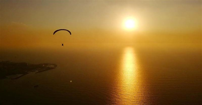 Glide your way to the sunset 🌅📷 @paraglidingclubthermique ... (Harîssa, Mont-Liban, Lebanon)