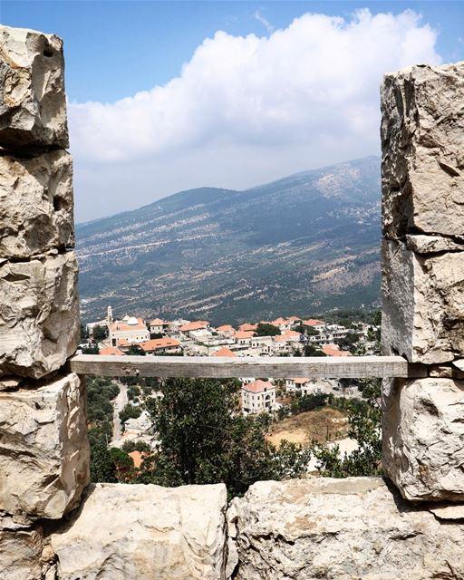 Framed Douma 🏡 (Douma, Liban-Nord, Lebanon)