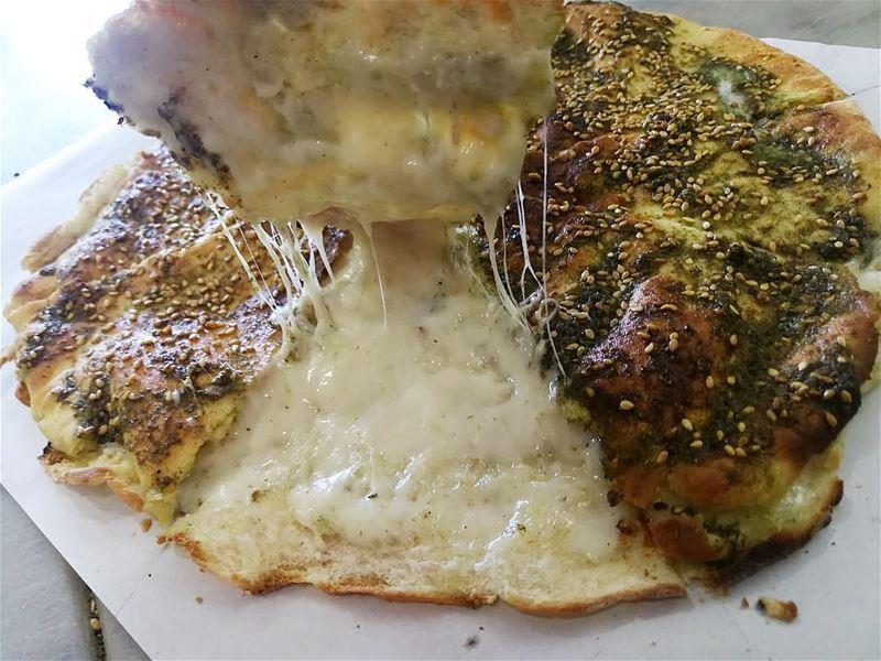 A crispy Kaaki filled with cheese and topped with Zaatar...📍rashetsomsom� (Rashet somsom - رشة سمسم)