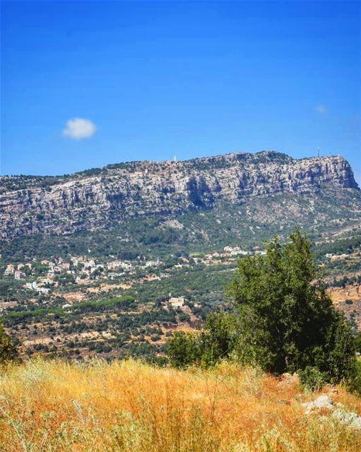 بسهولك بجبالك ... lebanon livelovelebanon livelovelife ... (Tannurin At Tahta, Liban-Nord, Lebanon)