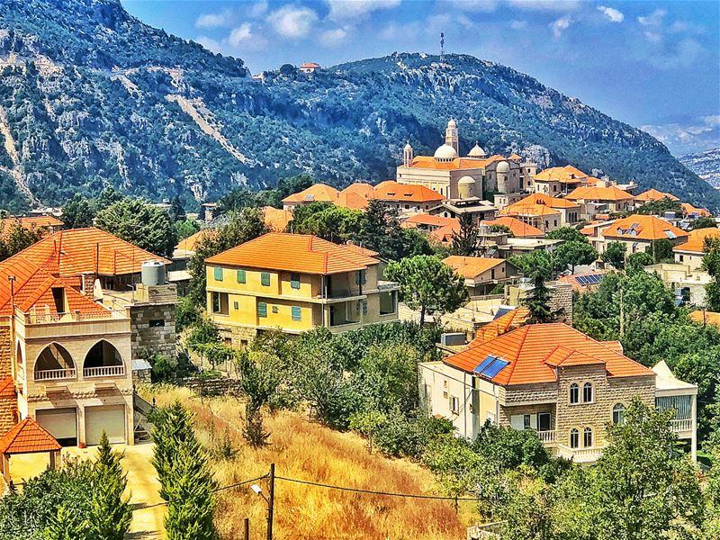 Douma ❤️🌿 @livelovedouma livelovedouma douma ..... Lebanon Beirut... (Douma, Liban-Nord, Lebanon)