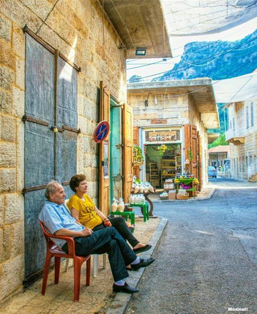 إحكيلي إحكيلي عن بلدي إحكيلييا نسيم اللي مارق عالشجر مقابيليعن أهلي حكايي (Douma, Liban-Nord, Lebanon)