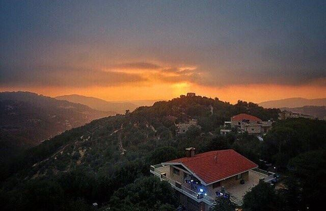 Good night LEBANON 💙 From Baakline by @chady.el.khoury 💙😍💙 ...