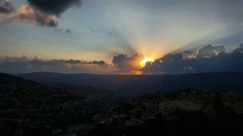 sunset magicalview naturepics sunsetview igsunset lebanon ... (Hasbayya, Al Janub, Lebanon)