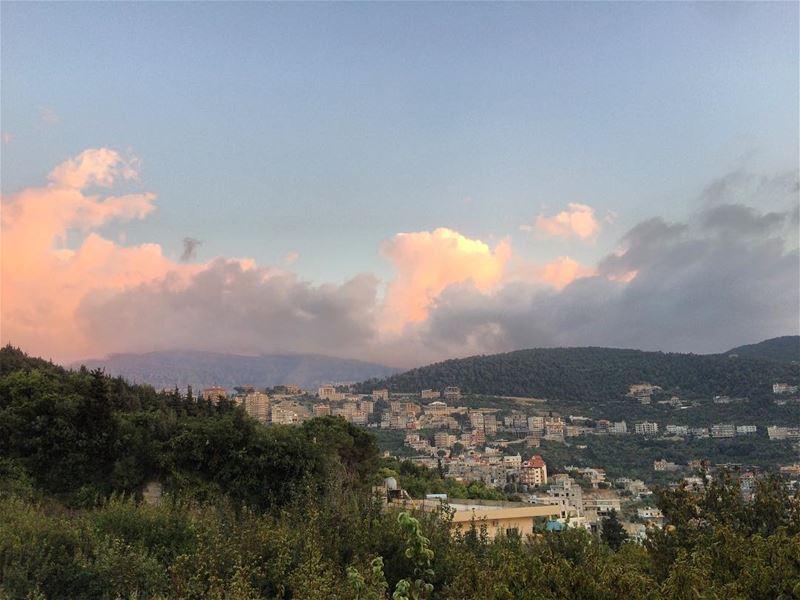 عامل النّاس بأخلاقك ، لا بأخلاقهم..~💚 Today Bakhoun livelovebakhoun ... (Bakhoun, Liban-Nord, Lebanon)