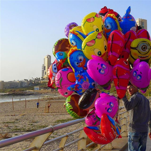 Life is like a balloon.. if you never let yourself go, you will never know... (Ramlat Al Bayda', Beyrouth, Lebanon)