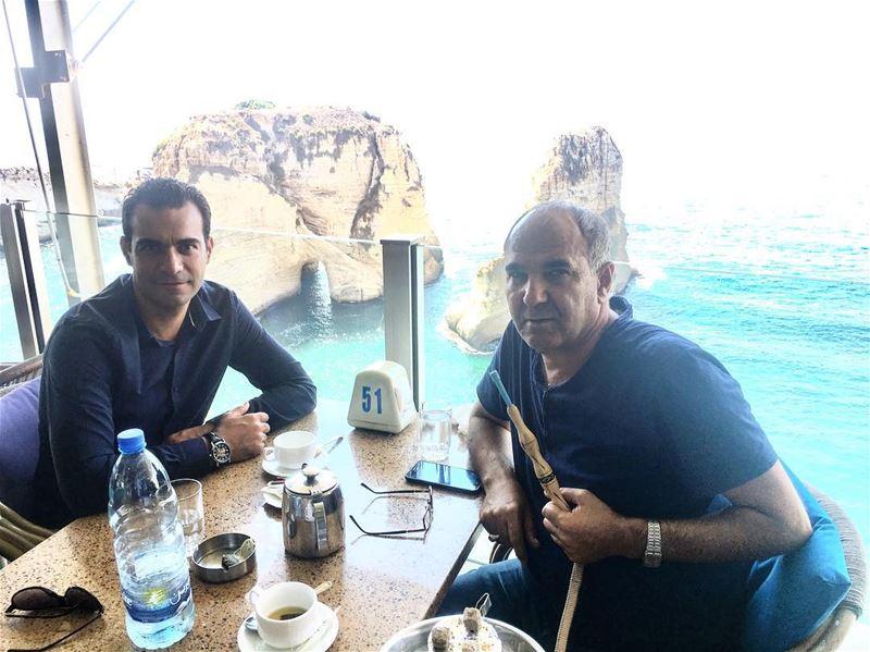 С приятных и хороших друзьей везде хорошо. ливан бейрут рауше кальян... (Bayrock Caffe Rawshe)