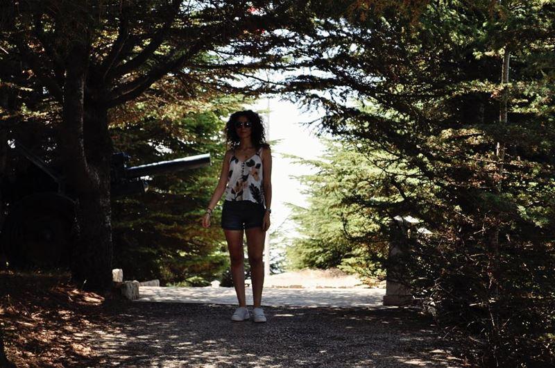 Pose cheloue, meuf cheloue 👩🏻🌾🍃 lebanon summer ...