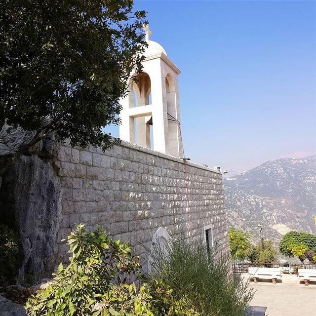 ومَنْ أَرَادَ أَنْ يَكُونَ الأَوَّلَ بيْنَكُم، فَلْيَكُنْ عَبْدًا لِلْجَمِي (Hemlâya, Mont-Liban, Lebanon)