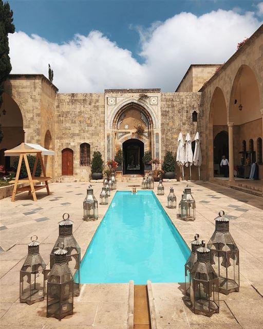 Que tal se hospedar em uma palácio onde viveram príncipes e princesas?... (Mir Amin Palace Hotel)